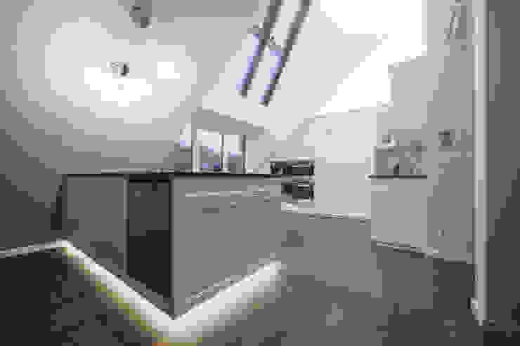 Dachgeschosswohnung Klassische Küchen von Cordier Innenarchitektur Klassisch