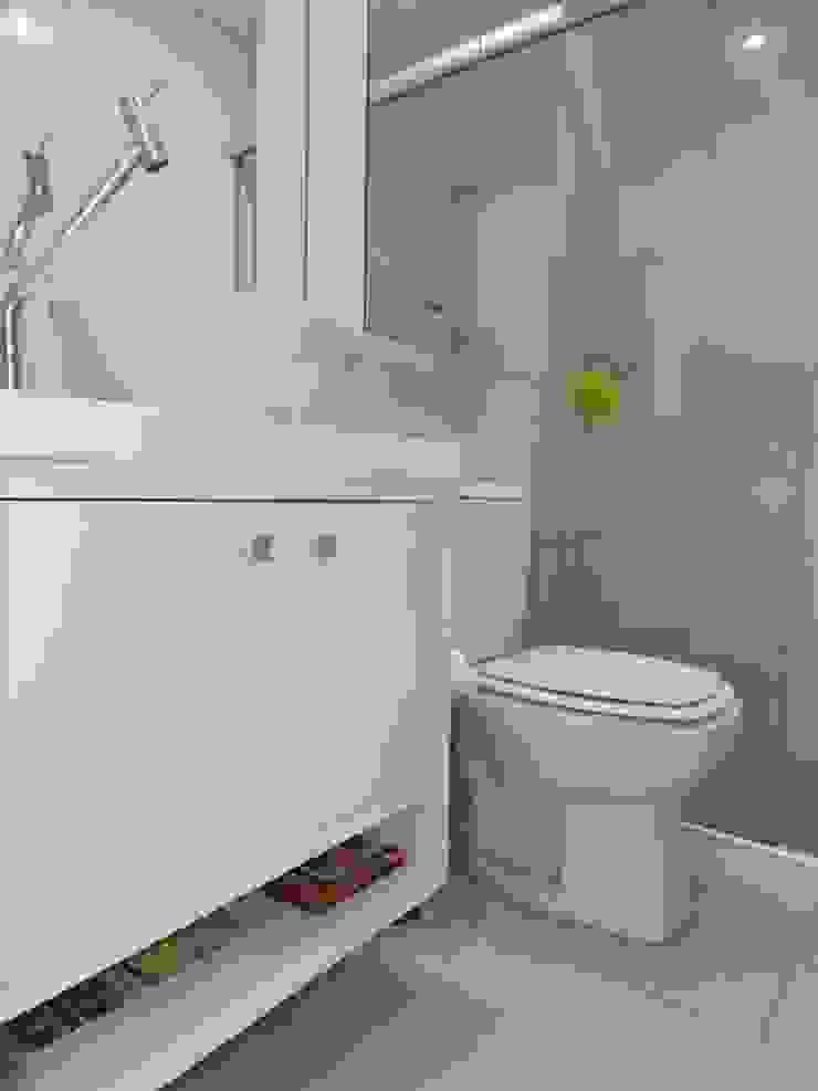 banho social Banheiros minimalistas por ANE DE CONTO arq. + interiores Minimalista