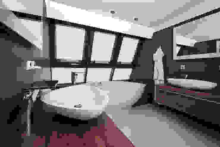 Dachgeschosswohnung Cordier Innenarchitektur Klassische Badezimmer