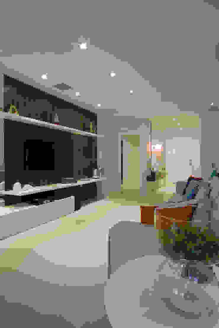 Apartamento de Veraneio Salas de estar modernas por Sieli Haynosz / Arquitetura + Interiores Moderno