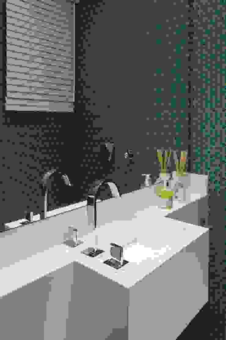 Apartamento de Veraneio Banheiros modernos por Sieli Haynosz / Arquitetura + Interiores Moderno