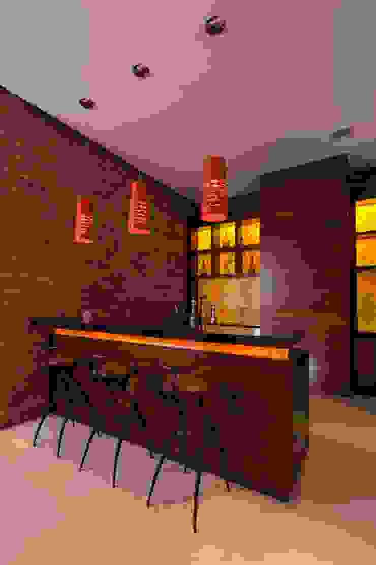 Portico Arquitectura + Construcción Modern corridor, hallway & stairs
