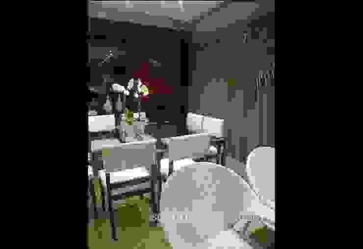 Sala de Estar e Jantar - Salas de jantar ecléticas por architettura|Scriboni Eclético Madeira Efeito de madeira