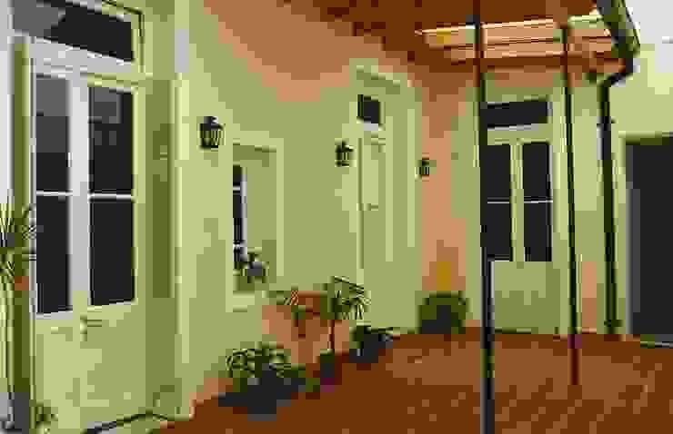 Reciclajes Pasillos, vestíbulos y escaleras modernos de Arquitecto Oscar Alvarez Moderno
