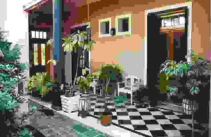 Reciclajes: Pasillos y recibidores de estilo  por Arquitecto Oscar Alvarez