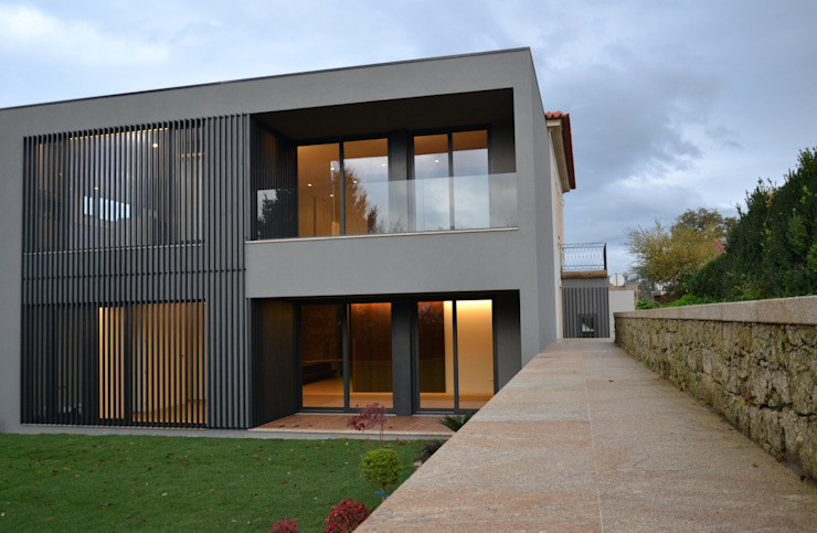 Modern Houses by homify Modern Iron/Steel