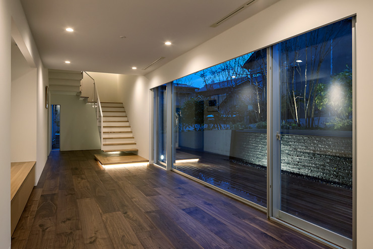閉館しない美術館長井邸 モダンスタイルの 玄関&廊下&階段 の 株式会社ダイス設計 モダン
