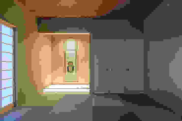 閉館しない美術館長井邸 モダンスタイルの寝室 の 株式会社ダイス設計 モダン