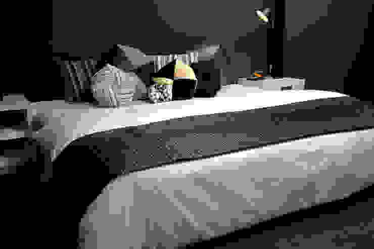 ベッドでのデコレーション(Bed Decoration): 株式会社高岡が手掛けた現代のです。,モダン テキスタイル アンバー/ゴールド