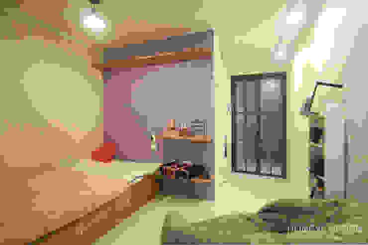 아기자기한 15평 싱글하우스 모던스타일 침실 by 홍예디자인 모던