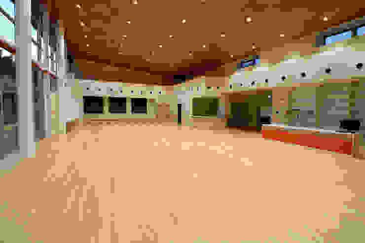 機能訓練室 モダンな医療機関 の 設計工房 A・D・FACTORY 一級建築士事務所 モダン 無垢材 多色