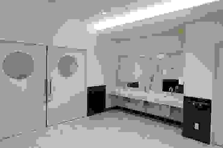 ホール手洗 モダンな医療機関 の 設計工房 A・D・FACTORY 一級建築士事務所 モダン タイル