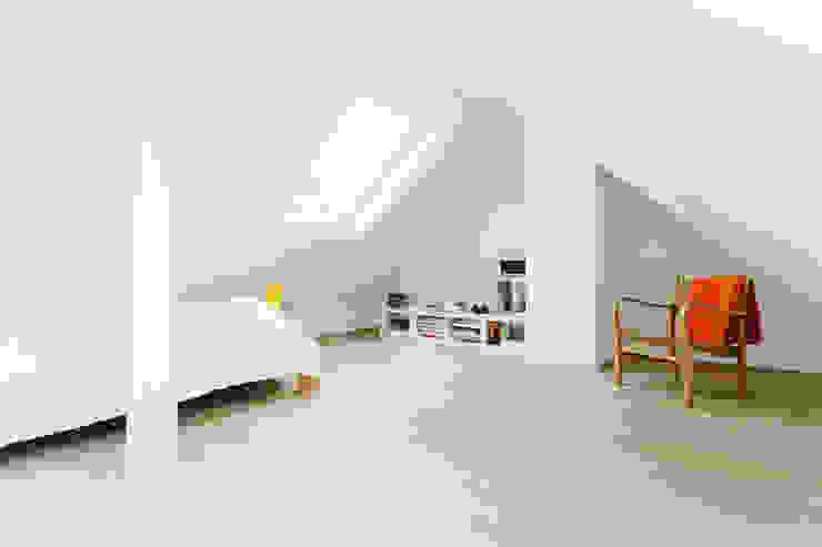 Bedroom by Jan Tenbücken Architekt,