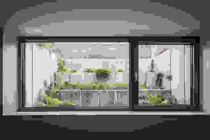Projekty,  Ogród zaprojektowane przez Corneille Uedingslohmann Architekten, Nowoczesny
