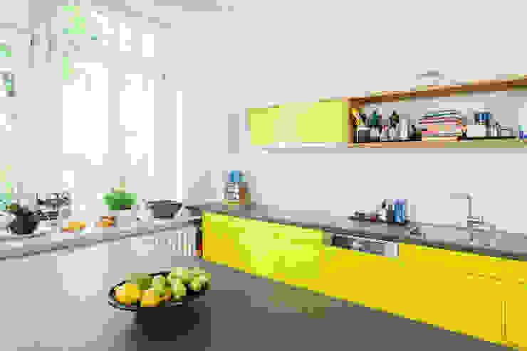 Jan Tenbücken Architekt ミニマルデザインの キッチン