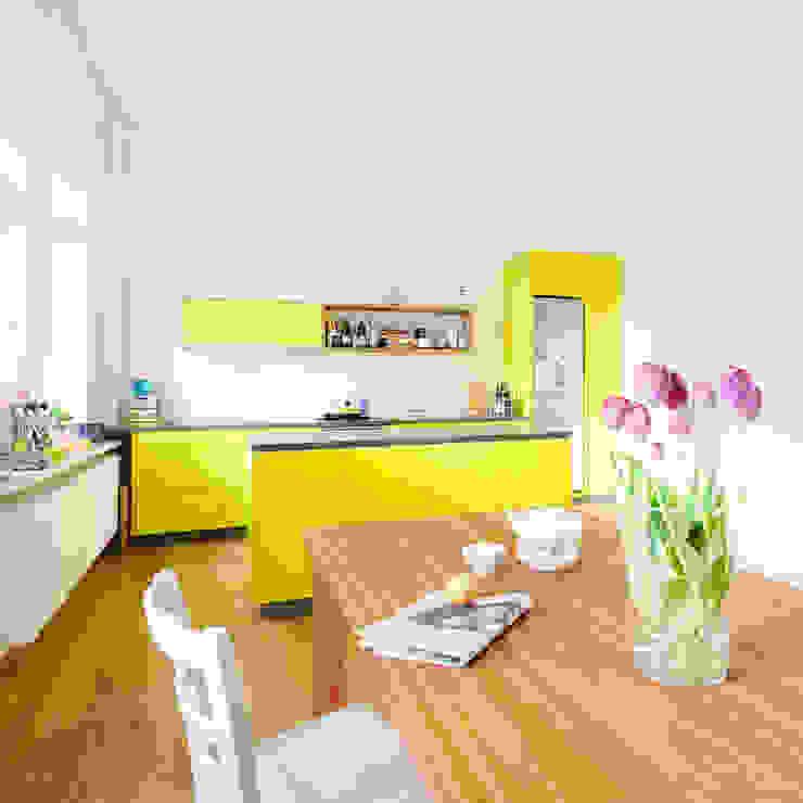 Minimalist dining room by Jan Tenbücken Architekt Minimalist