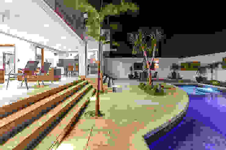 Projeto residencial Piscinas modernas por Carla Mateuzzo Moderno