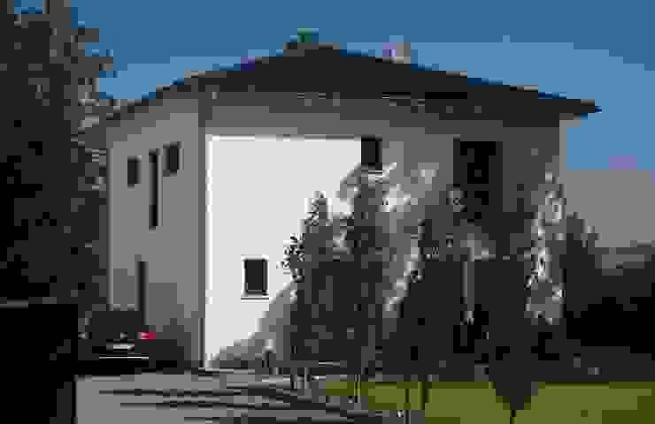 Individuell geplante Stadtvilla : modern  von Klaus Schmidt, Handelsvertretung Wolf System GmbH, LED Profilelement GmbH und weitere,Modern