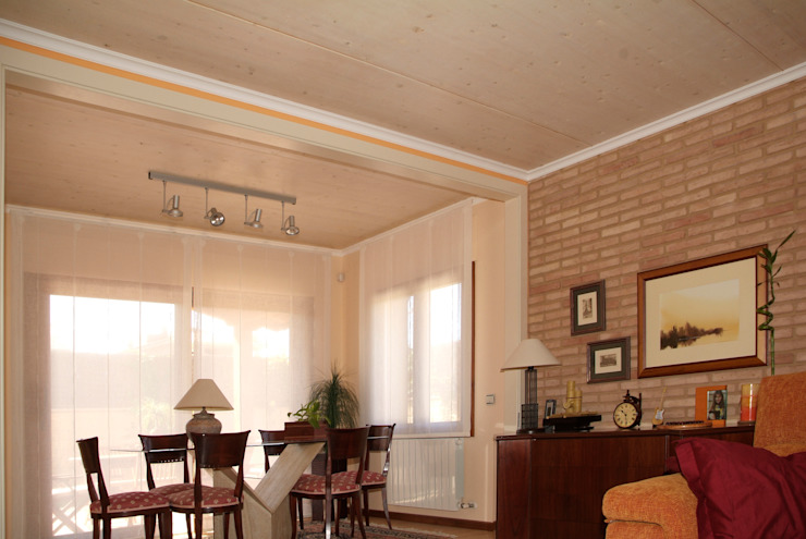 Dining room by RIBA MASSANELL S.L.,