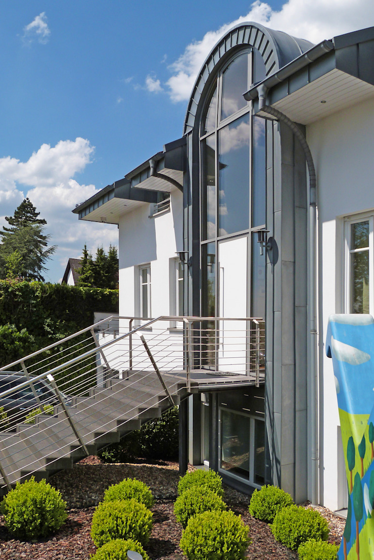 beyond REAL ESTATE Rumah Modern