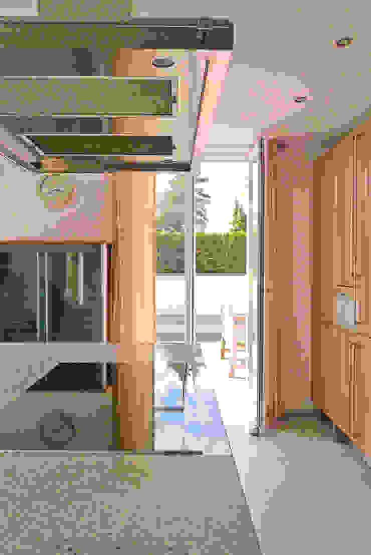 beyond REAL ESTATE Dapur Modern