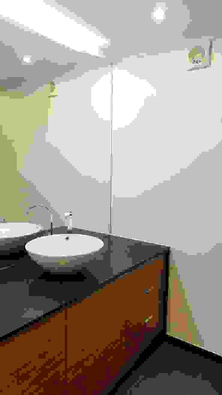 Casa da Tapada Casas de banho modernas por ARQAMA - Arquitetura e Design Lda Moderno