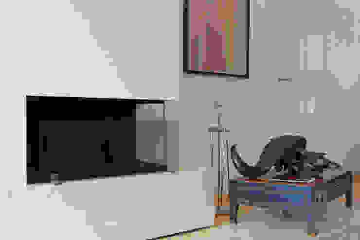 beyond REAL ESTATE Modern living room