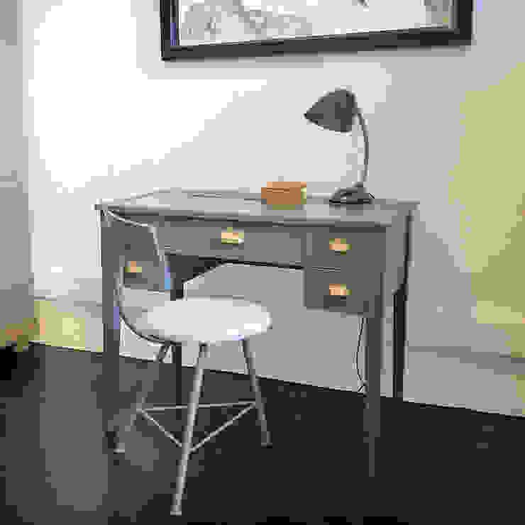 Restauro de uma secretária vintage:   por Atelier Autêntico