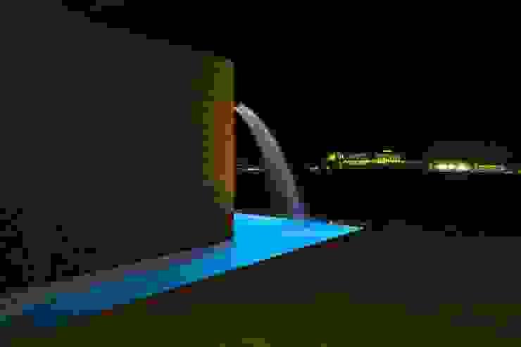 Vivienda Unifamiliar en Lanzarote Piscinas de estilo moderno de ADAC Arquitectura Moderno