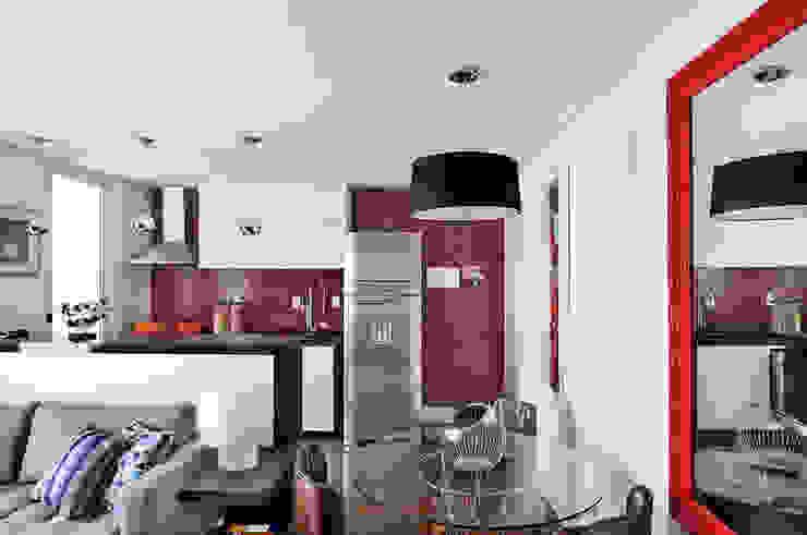 Apartamento no Campo Belo Salas de jantar minimalistas por Mario Catani - Arquitetura e Decoração Minimalista Azulejo