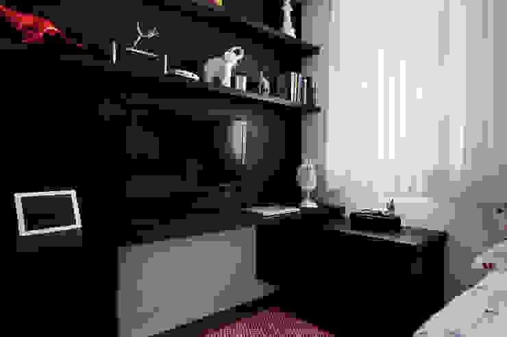 Minimalist bedroom by Mario Catani - Arquitetura e Decoração Minimalist Wood Wood effect