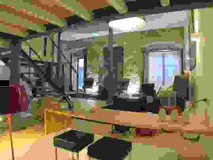 Loft Story Salas de estar industriais por DRCF Arquitectos Industrial