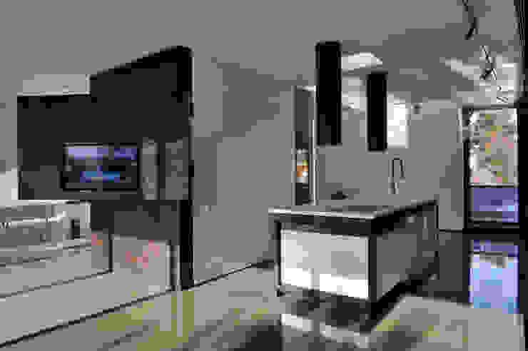 Art Box Loft Minimalistische Küchen von Architekt Zoran Bodrozic Minimalistisch