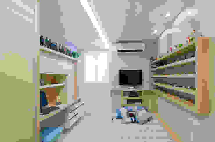APto 160m Quartos clássicos por Allysandra Delmas - Arquitetura e Interiores Clássico