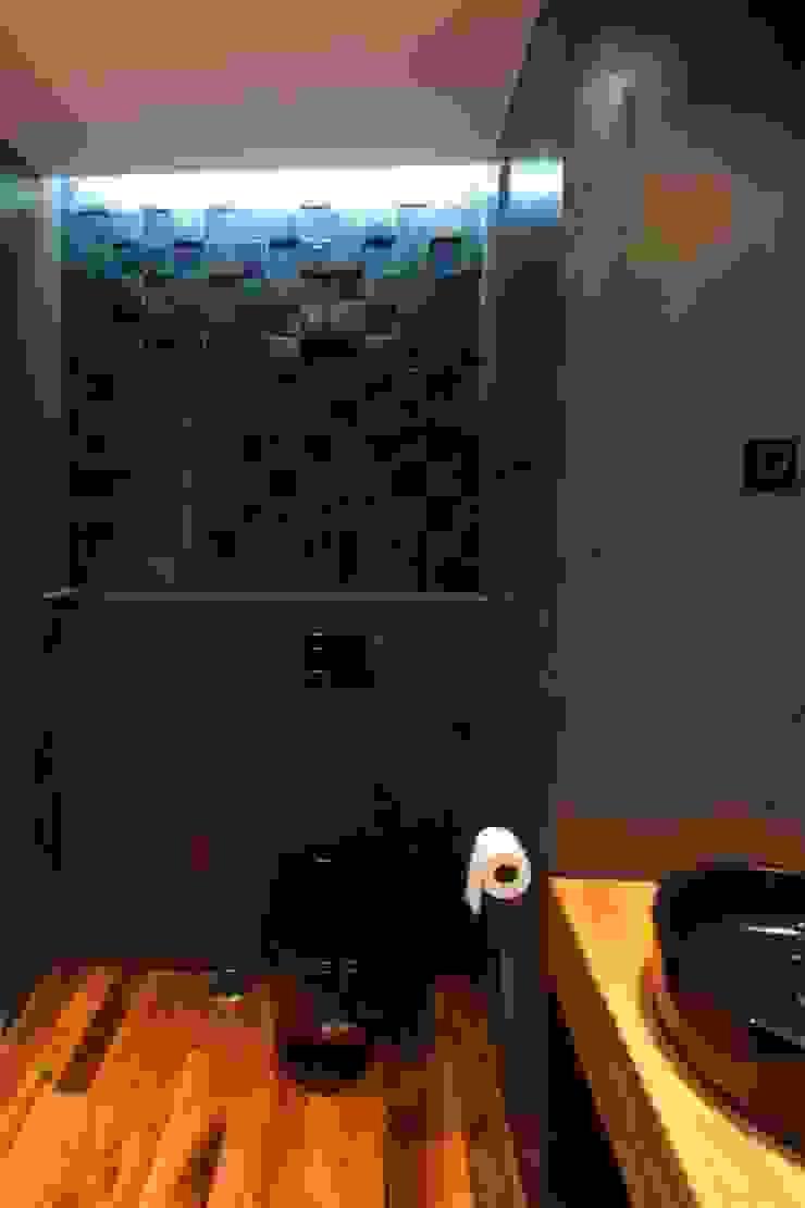 Apartamento Alvalade Casas de banho modernas por DRCF Arquitectos Moderno
