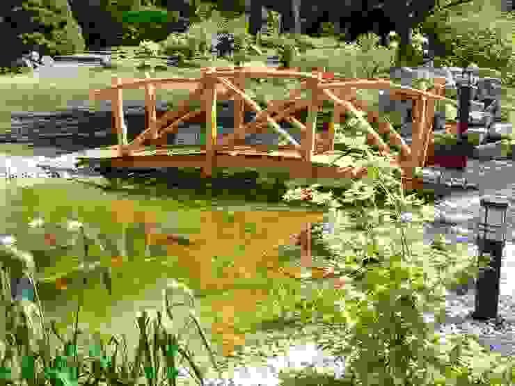 Brücke für den Gartenteich von Rheber Holz Design Tropisch Holz Holznachbildung