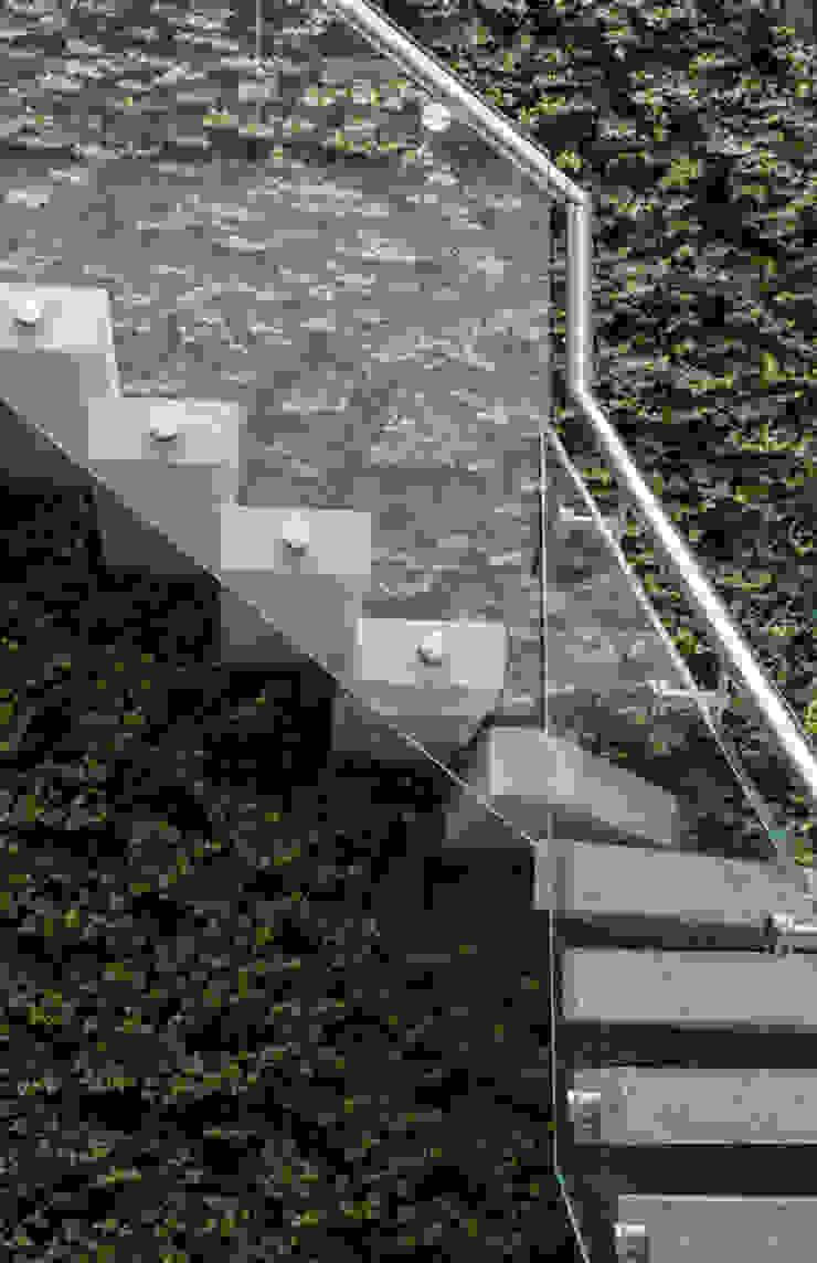 Folio Design | The Crafted House | Staircase Folio Design Modern corridor, hallway & stairs Stone Green