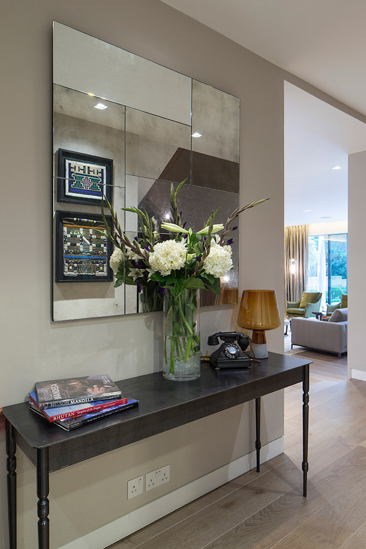 Folio Design | The Hampstead Home | Hallway Console Folio Design Modern corridor, hallway & stairs