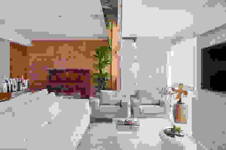 Living room by Paula Libanio Arquitetura Interiores