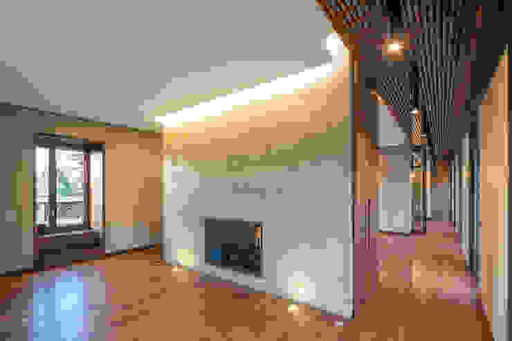 Modern Living Room by yann péron architecte Modern