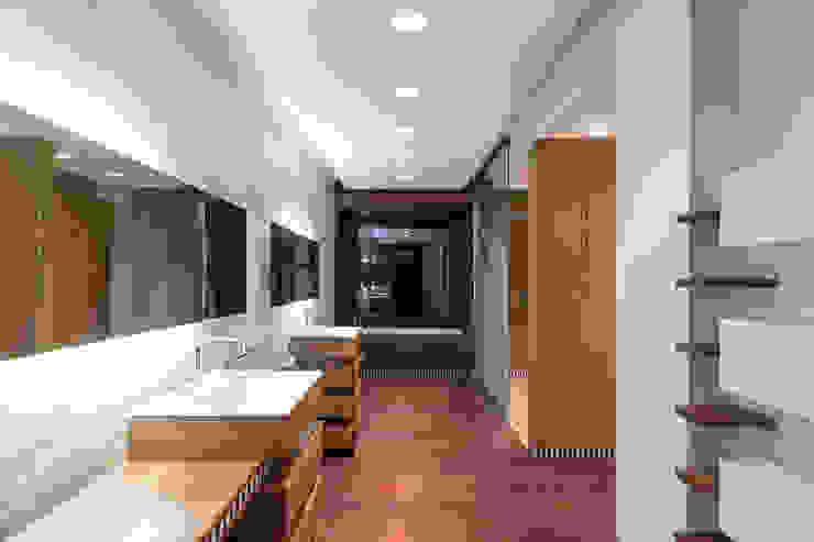 SDB PRINCIPALE yann péron architecte Salle de bain moderne