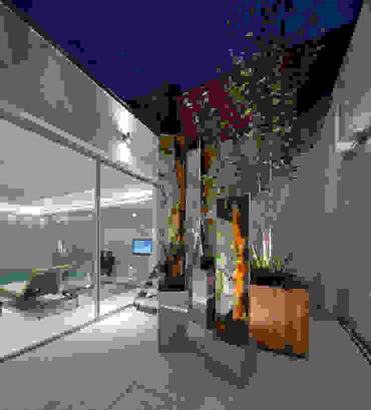 Folio Design   The House on Hampstead Heath   Bespoke Sculptural Artwork Folio Design Modern corridor, hallway & stairs