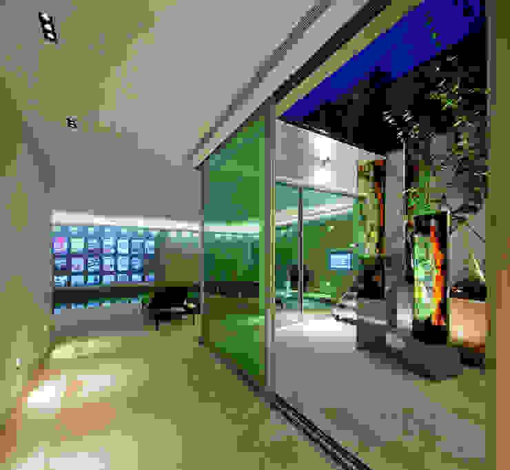 Folio Design   The House on Hampstead Heath   Threshold Folio Design Modern corridor, hallway & stairs