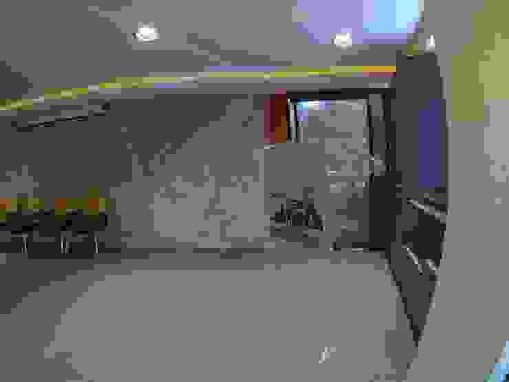 Remodelacion de Salón Audiovisual de la Dirección General Sectorial de Infraestructura del Estado Carabobo. Salas de entretenimiento de estilo moderno de Construcciones, Remodelaciones y Proyectos Kobol, C.A Moderno