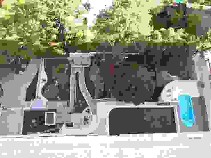 Vista superior do jardim implantado:  tropical por Studio CLA Arquitetura,Tropical