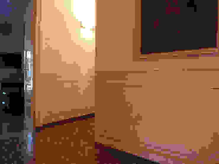 Boiserie dipinta Colori nel Tempo - decorazioni pittoriche Ingresso, Corridoio & Scale in stile classico