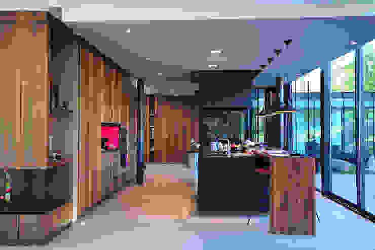 MAISON SUR LA CHEZINE Cuisine moderne par yann péron architecte Moderne