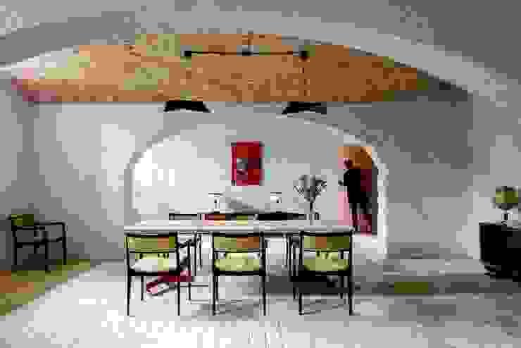 Stół jadalniany Eklektyczny salon od Loft Kolasiński Eklektyczny Bawełna Czerwony