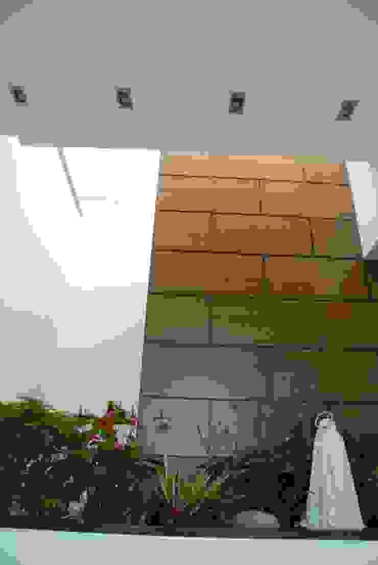 Casa el Hatillo Paredes y pisos de estilo minimalista de FergoStudio Minimalista