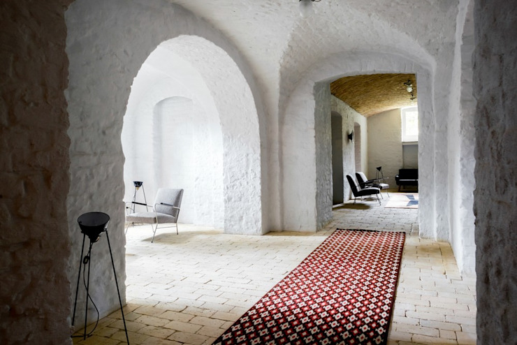 Hol Klasyczny korytarz, przedpokój i schody od Loft Kolasiński Klasyczny Cegły